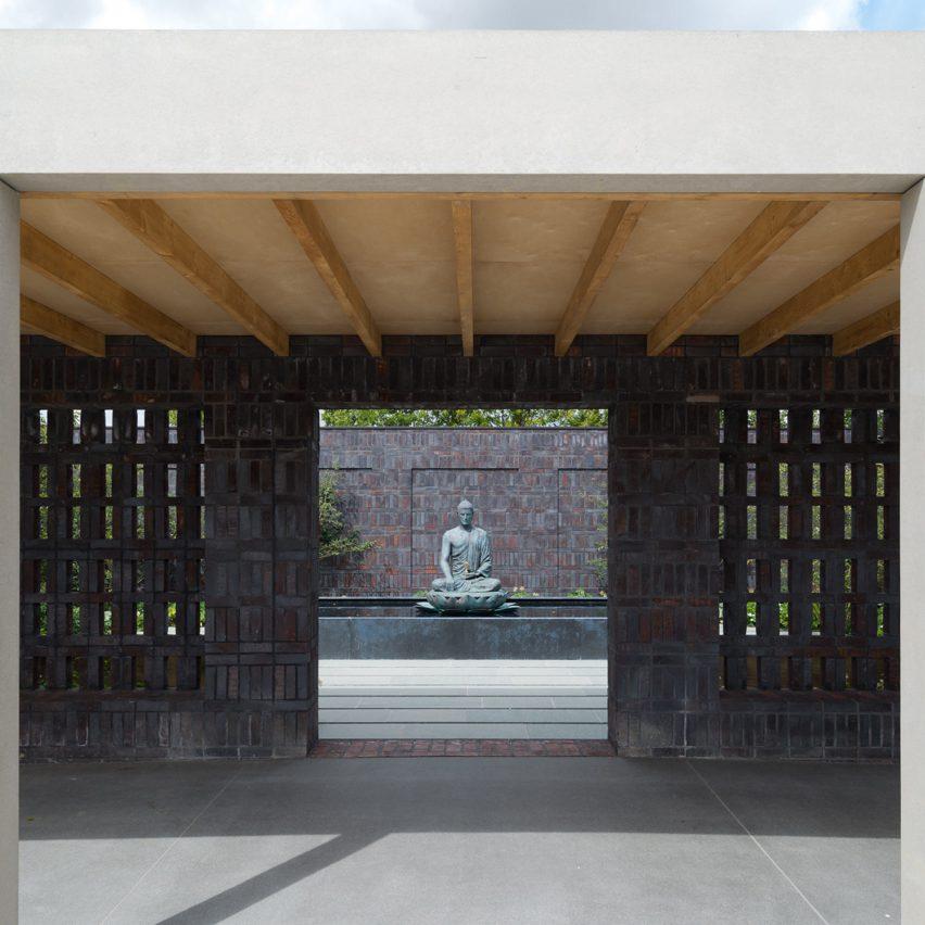 vajrasana-buddhist-retreat-_walters-cohen_architecture_cultural_meditation_spaces_england_suffolk__dezeen_1704_sqc