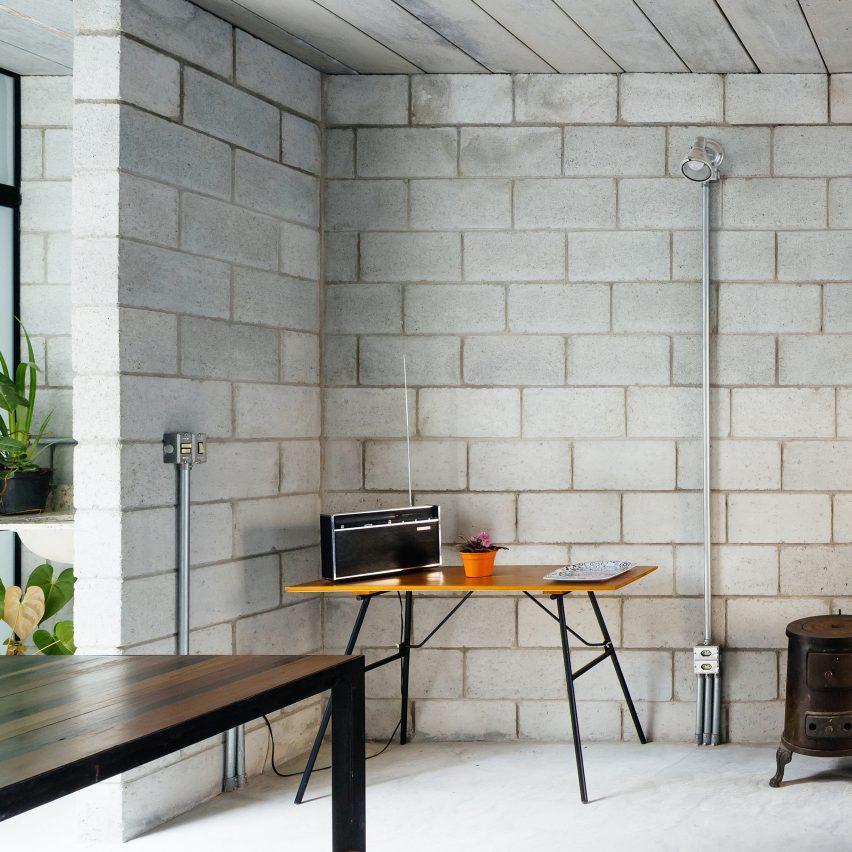 Стена под бетон своими руками 66