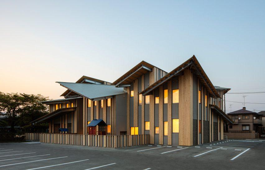 aitoku-kindergarten-kengo-kuma-schools-japan-architecture-_dezeen_2364_col_1