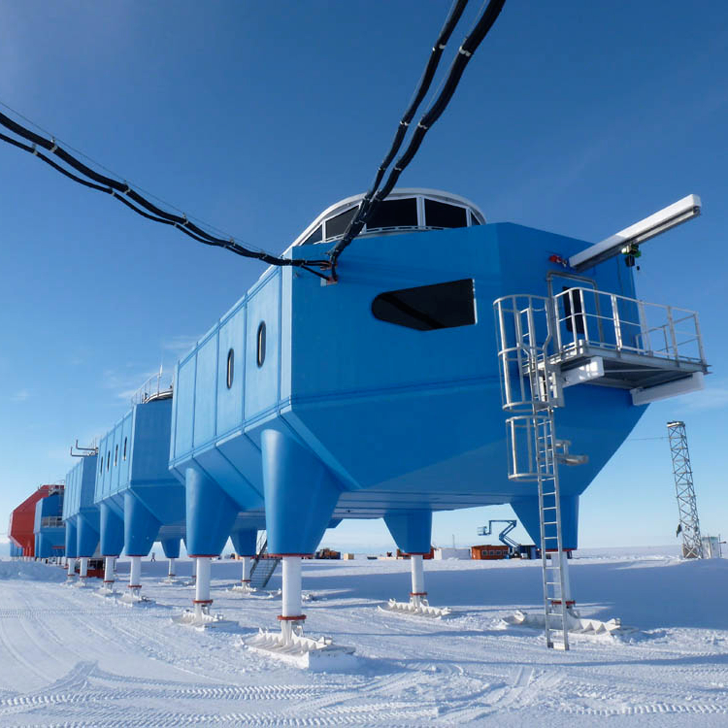 Antarctic research centre to be towed inland to escape dangerous ice crack
