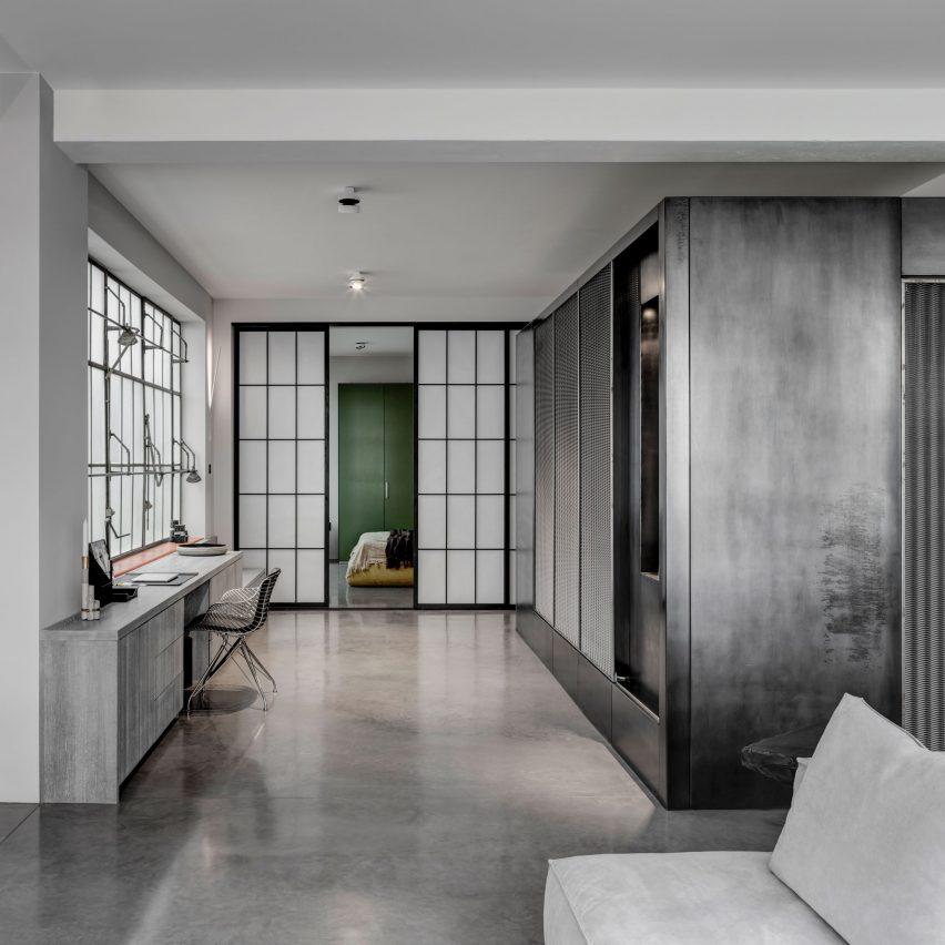apa-theatrical-apartment-london_dezeen_sq