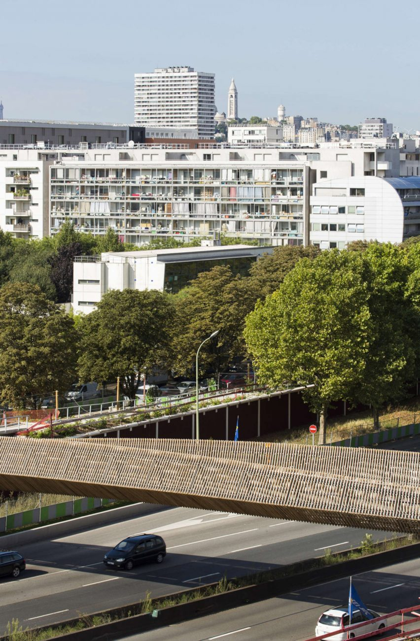 architizer-footbridge-over-the-boulevard-peripherique-dvvd-infrastructure_dezeen_2364_col_10