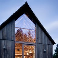 canyon-barn-mw-works-architecture-east-cascades-usa_dezeen_sqd