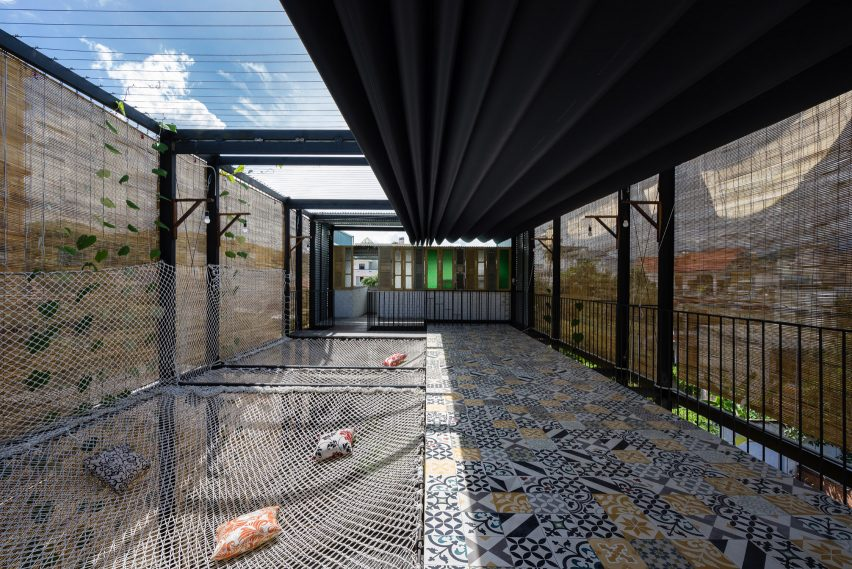 Ccasa Hostel by TAK architects