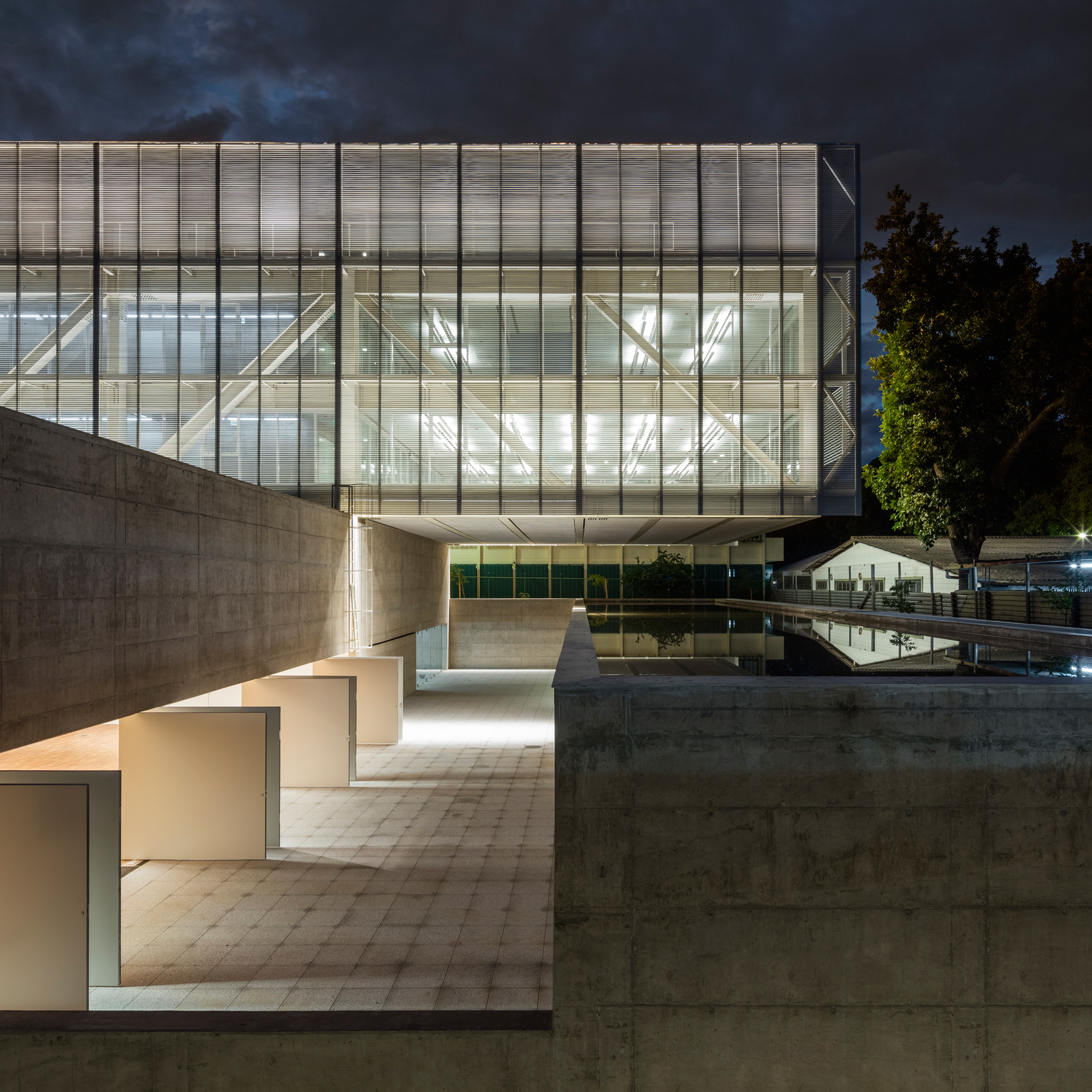 office block design. glazed block cantilevers over pool at braslia offices by mira arquitetos office design