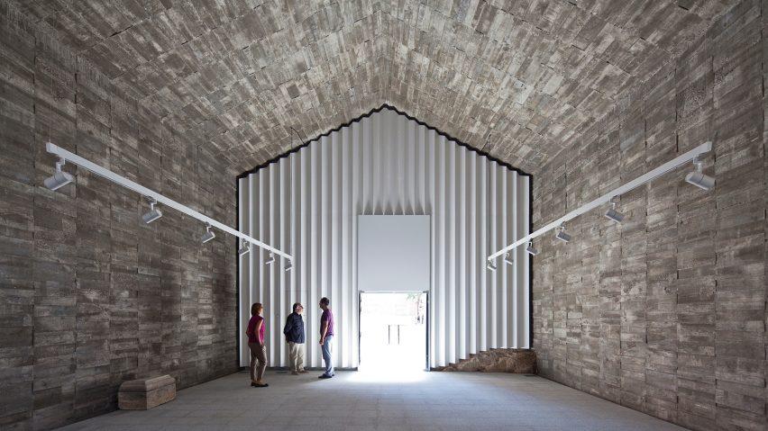 Cultural Center in Jarandilla by Héctor Fernández Elorza and Manuel Fernández Ramírez