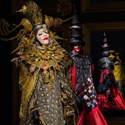 daniel-lismore-show-theatre-of-self-show-scad-design-miami-2016-design_dezeen_sqa