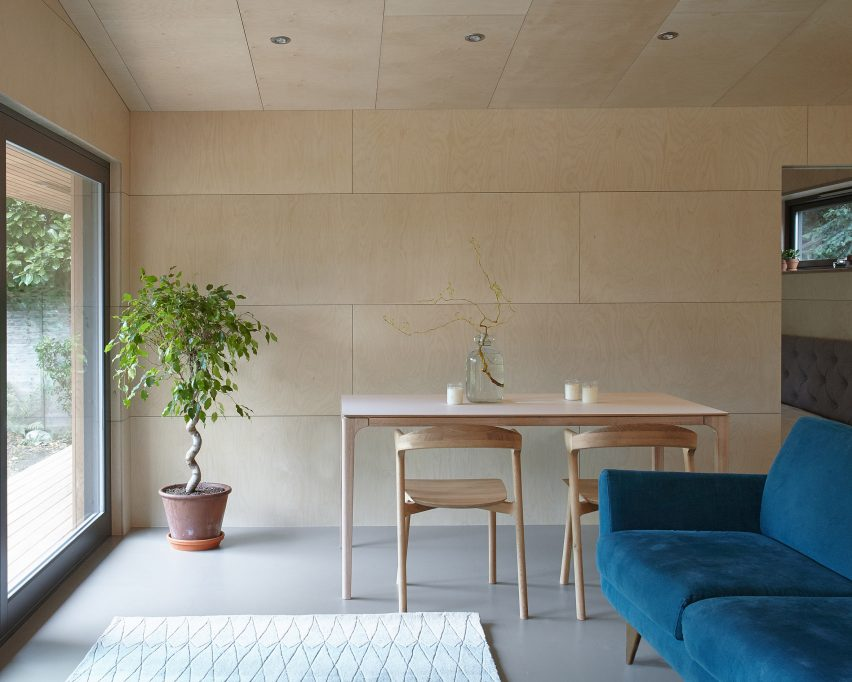 ecospace-ipt-architects-garden-studio-shed-uk-residential_dezeen_2364_col_2