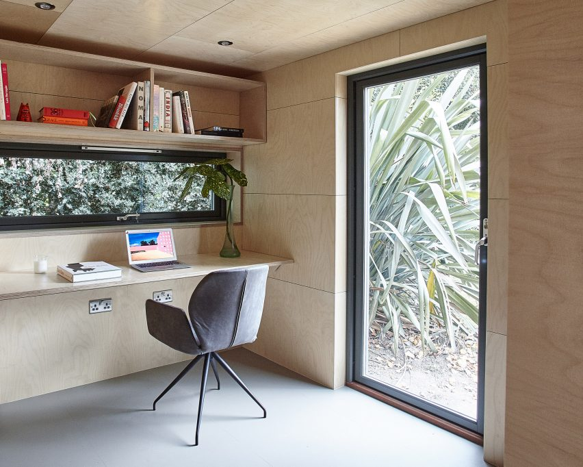 ecospace-ipt-architects-garden-studio-shed-uk-residential_dezeen_2364_col_3