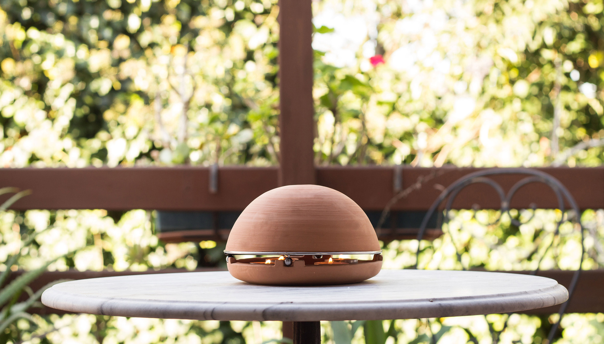 Electricity-free Egloo heater uses only candle power to warm a room