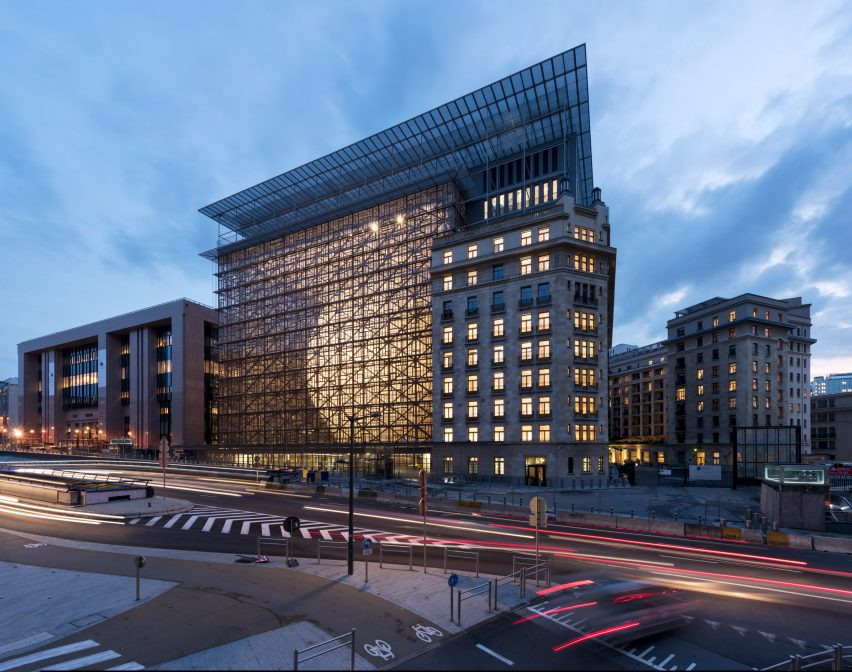 new eu headquarters features curvaceous glowing lantern