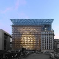 "EU headquarters features glass box containing curvaceous glowing ""lantern"""