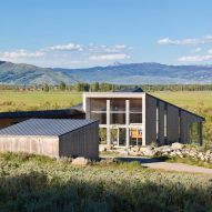 Fish Creek residence by Dynia captures views of Wyoming mountains