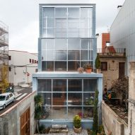 Sliding polycarbonate panels open up facade of Catalan house by H Arquitectes