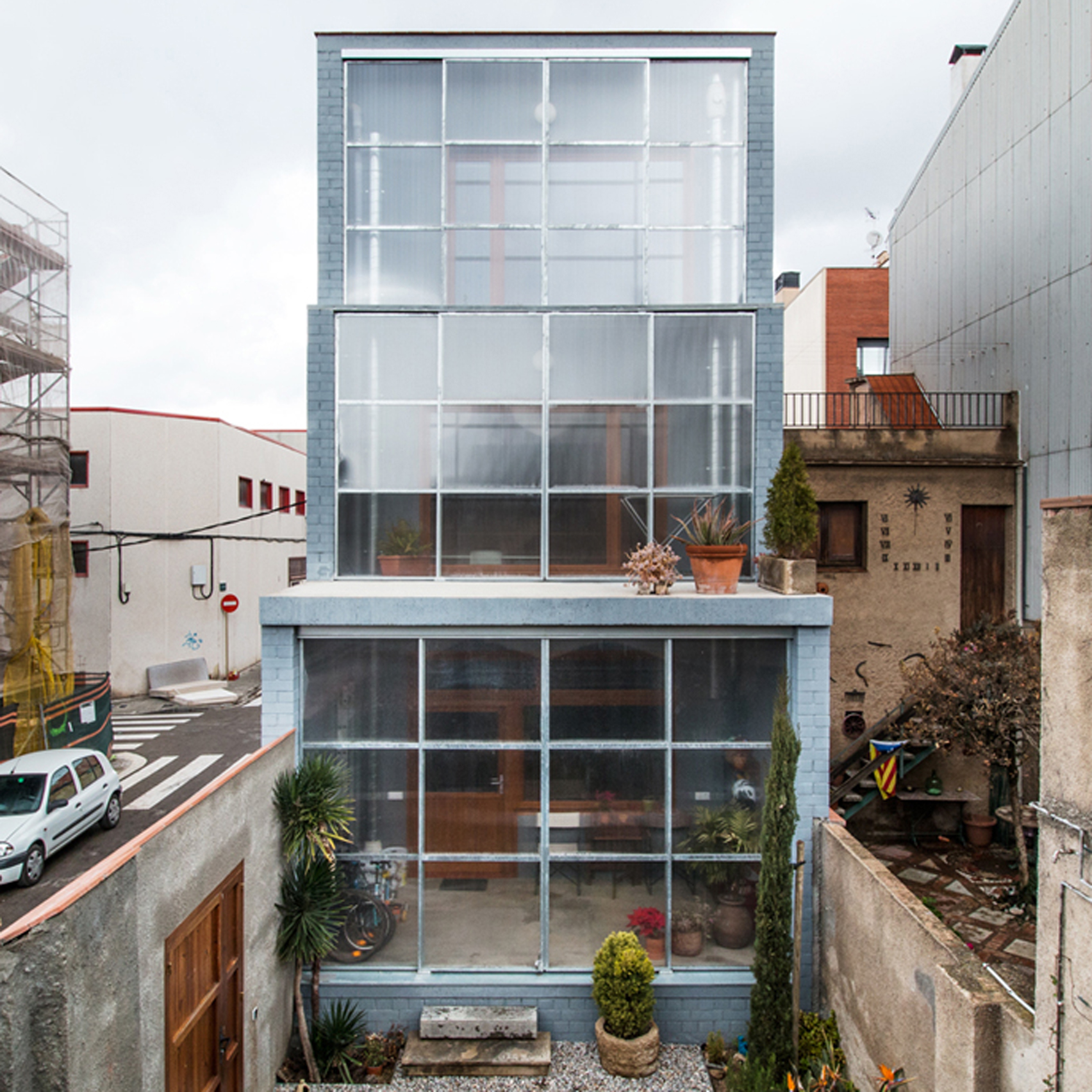 Sliding polycarbonate panels open up facade of catalonian house by h arquitectes