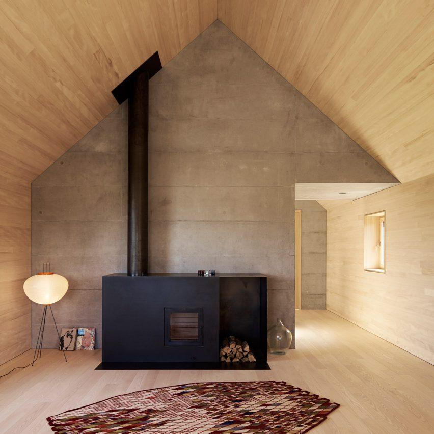 house-baumle-bernado-bader-architekten-fireplace-dezeen-pinterest-col