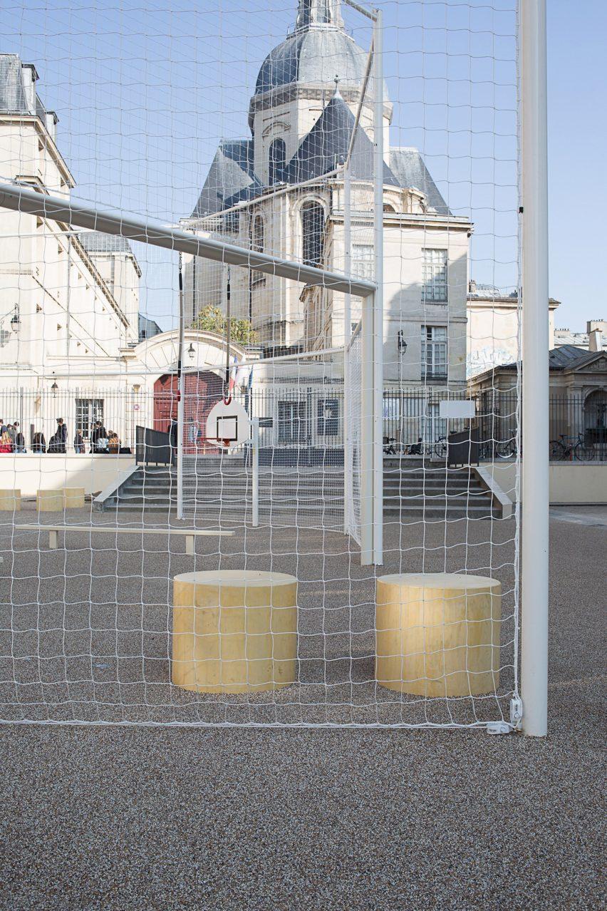 Le Terrain d'Education Physique des Jardins Saint-Paul playing courts