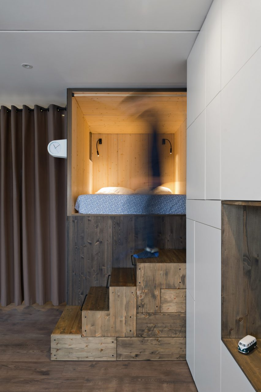 micro-apartment-in-moscow-by-studio-bazi-_dezeen_2364_col_4
