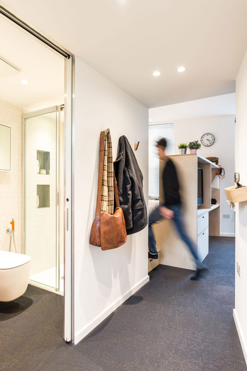 micro-flat-islington-diego-dalpra-housing-interior-london_dezeen_2364_col_9