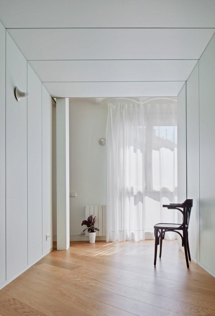 mitre-apartment-bajet-girame-architects-interior-apartment-residential_lr_dezeen_1704_col_10