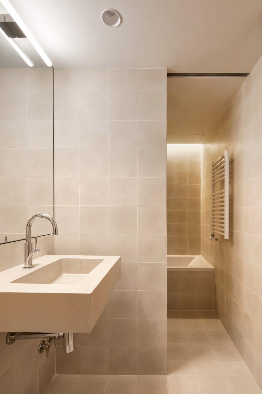 mitre-apartment-bajet-girame-architects-interior-apartment-residential_lr_dezeen_1704_col_15