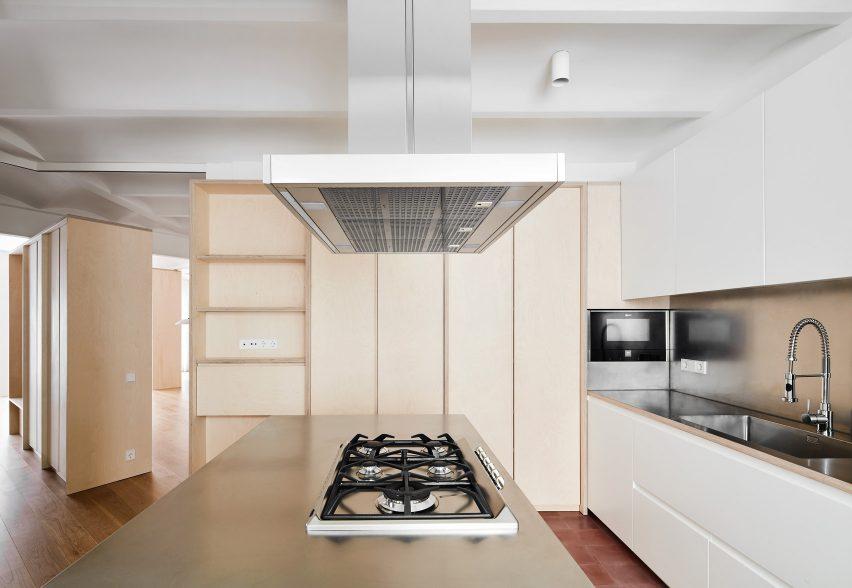 mitre-apartment-bajet-girame-architects-interior-apartment-residential_lr_dezeen_1704_col_8