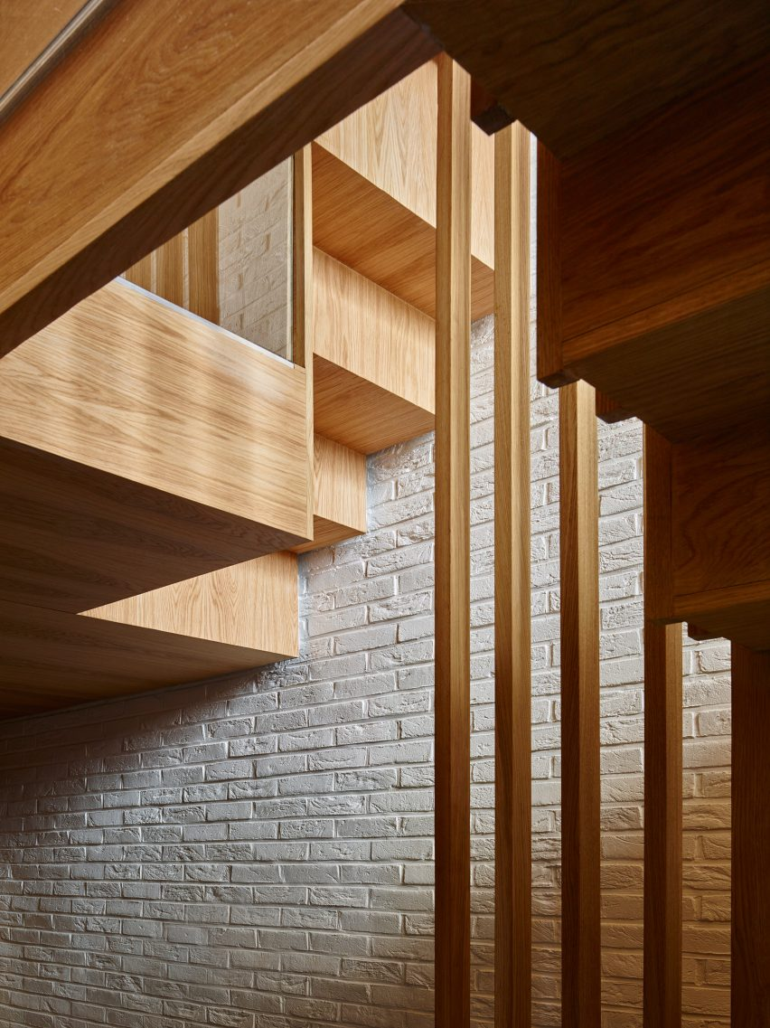 modern-mews-phil-coffey-architecture-residential-renovation-london_dezeen_2364_col_0