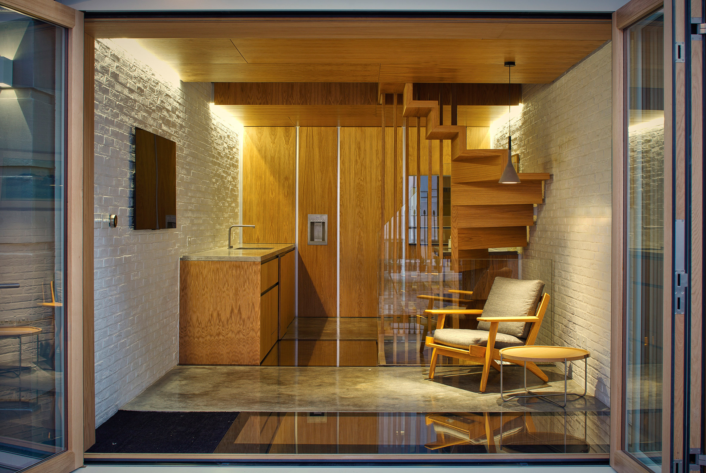 modern-mews-phil-coffey-architecture-residential-renovation-london_dezeen_2364_col_15
