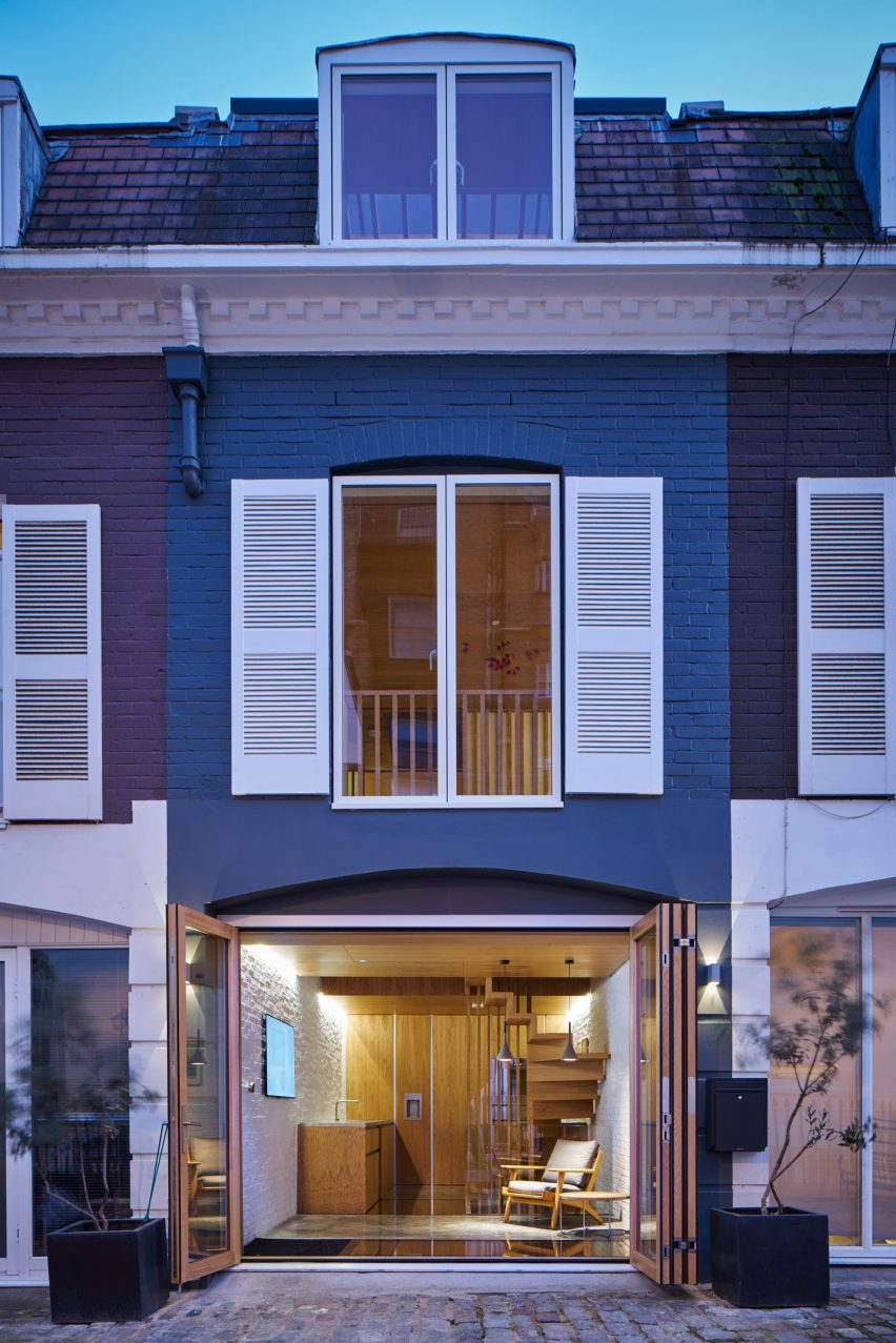 modern-mews-phil-coffey-architecture-residential-renovation-london_dezeen_2364_col_16