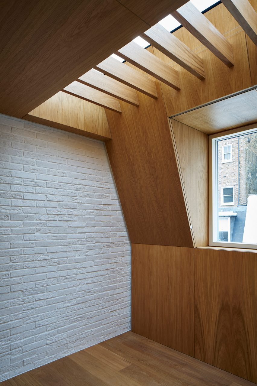 modern-mews-phil-coffey-architecture-residential-renovation-london_dezeen_2364_col_17