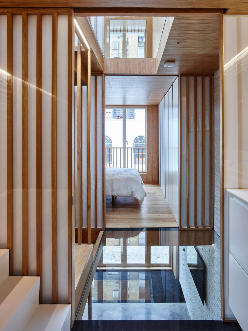 modern-mews-phil-coffey-architecture-residential-renovation-london_dezeen_2364_col_3