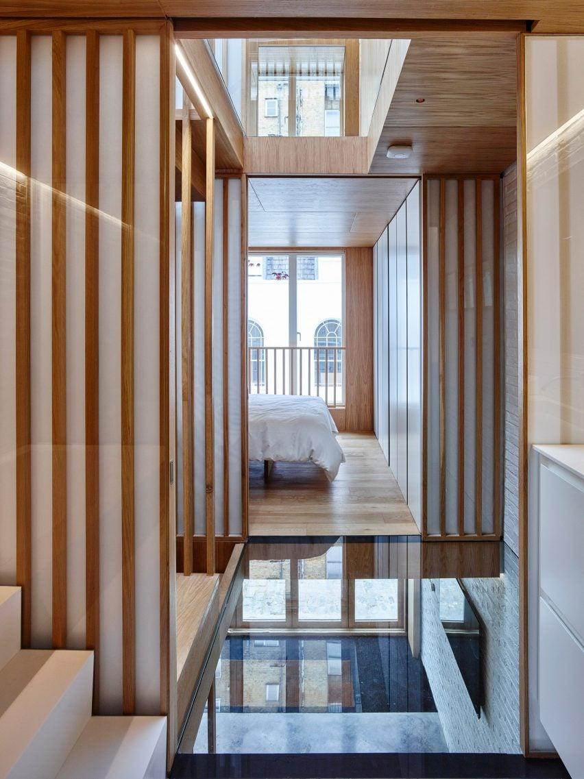 modern-mews-phil-coffey-architecture-residential-renovation-london_dezeen_2364_col_3