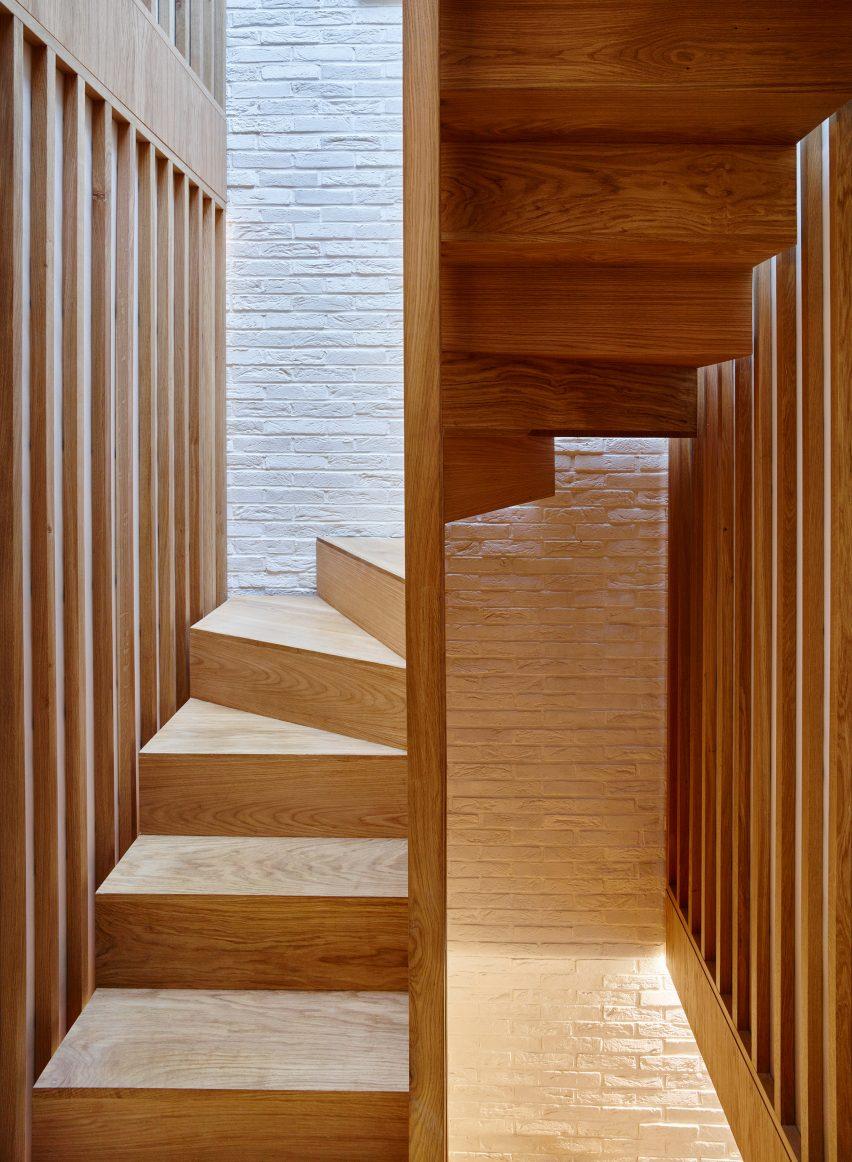 modern-mews-phil-coffey-architecture-residential-renovation-london_dezeen_2364_col_7