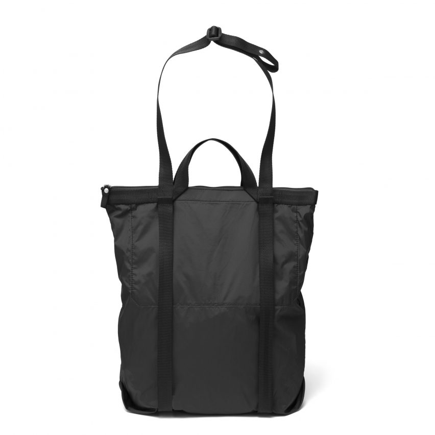qwstion-sibylle-stoeckli-simple-travel-shopper-back-packer_dezeen_2364_col_0