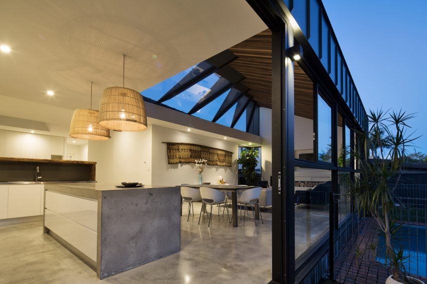 skylight-house-nick-bell-design-architecture-residential-australia_dezeen_2364_col_7