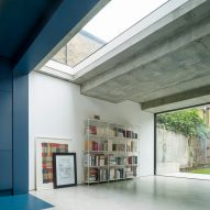 London house extension by Bureau de Change Architects features dark blue kitchen and bright white lounge