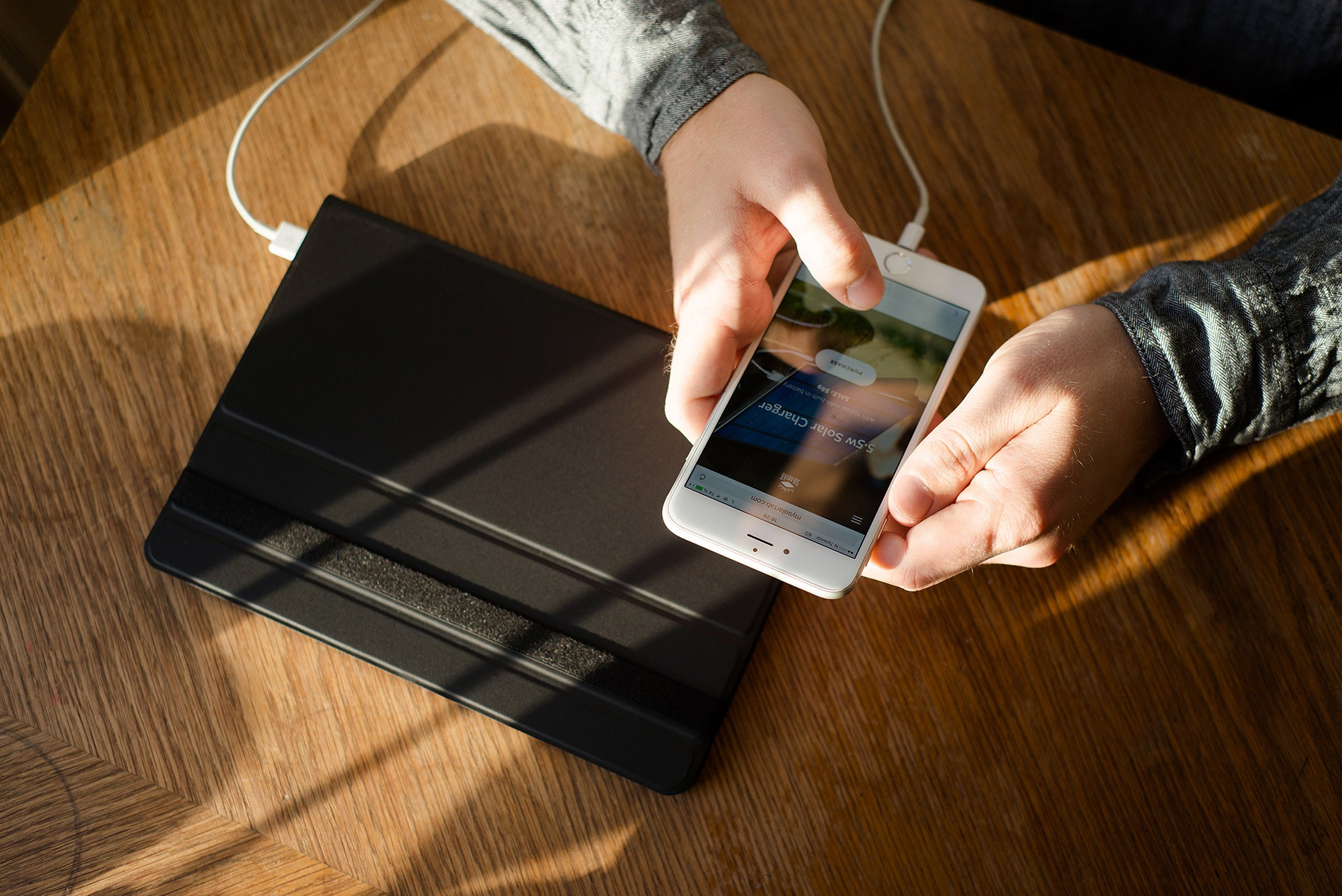 Portable Solartab C charger uses sunshine to keep laptops powered on the go