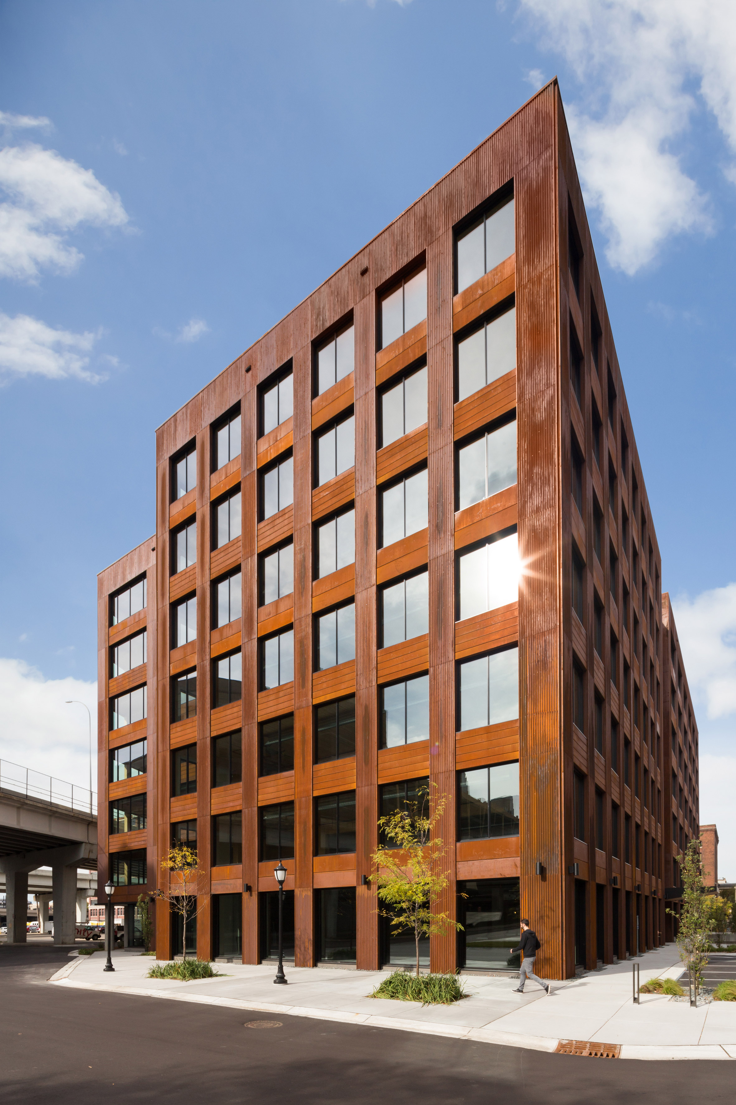 Michael Green completes largest mass-timber building in United States