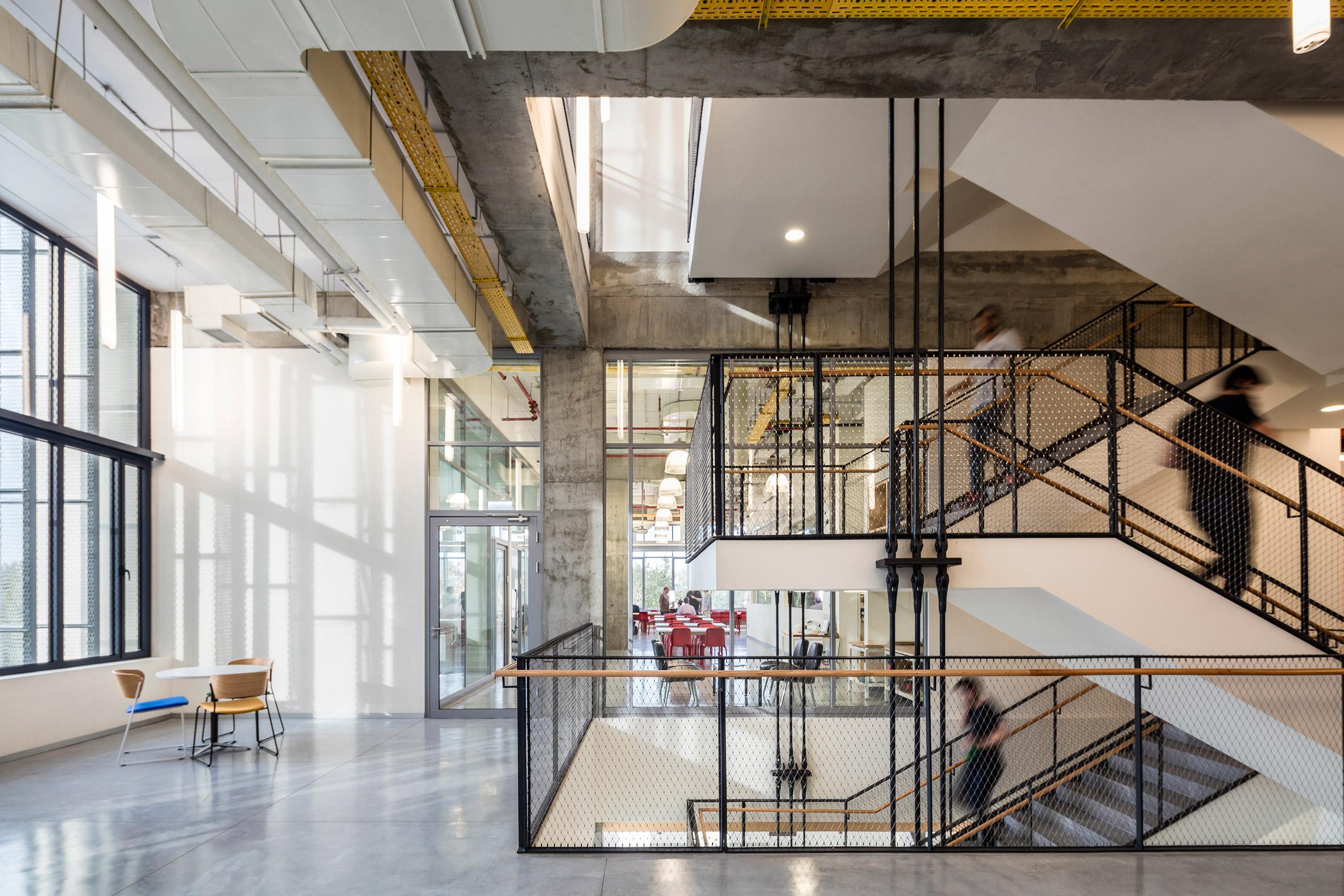 Fins of metal mesh and concrete shield Tel Aviv school of entrepreneurship from the sun