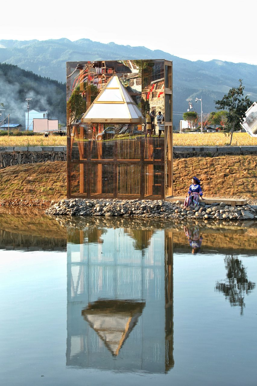 The Mirrored Sight by Li Hao
