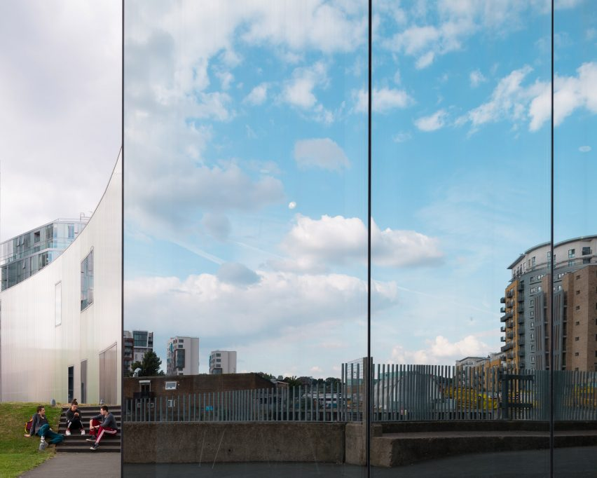 the-trinity-laban-architecture-photography-jim-stephenson-london-uk_dezeen_2364_col_1