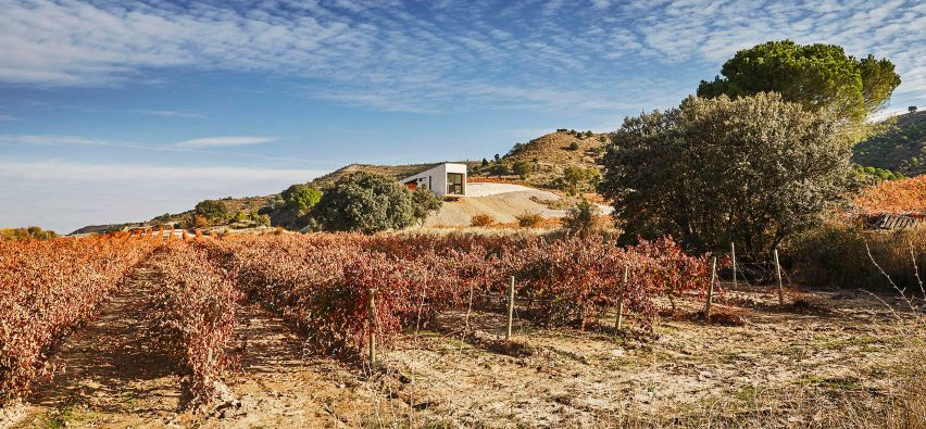 Valdemonjas winery in Spain by Agag + Paredes