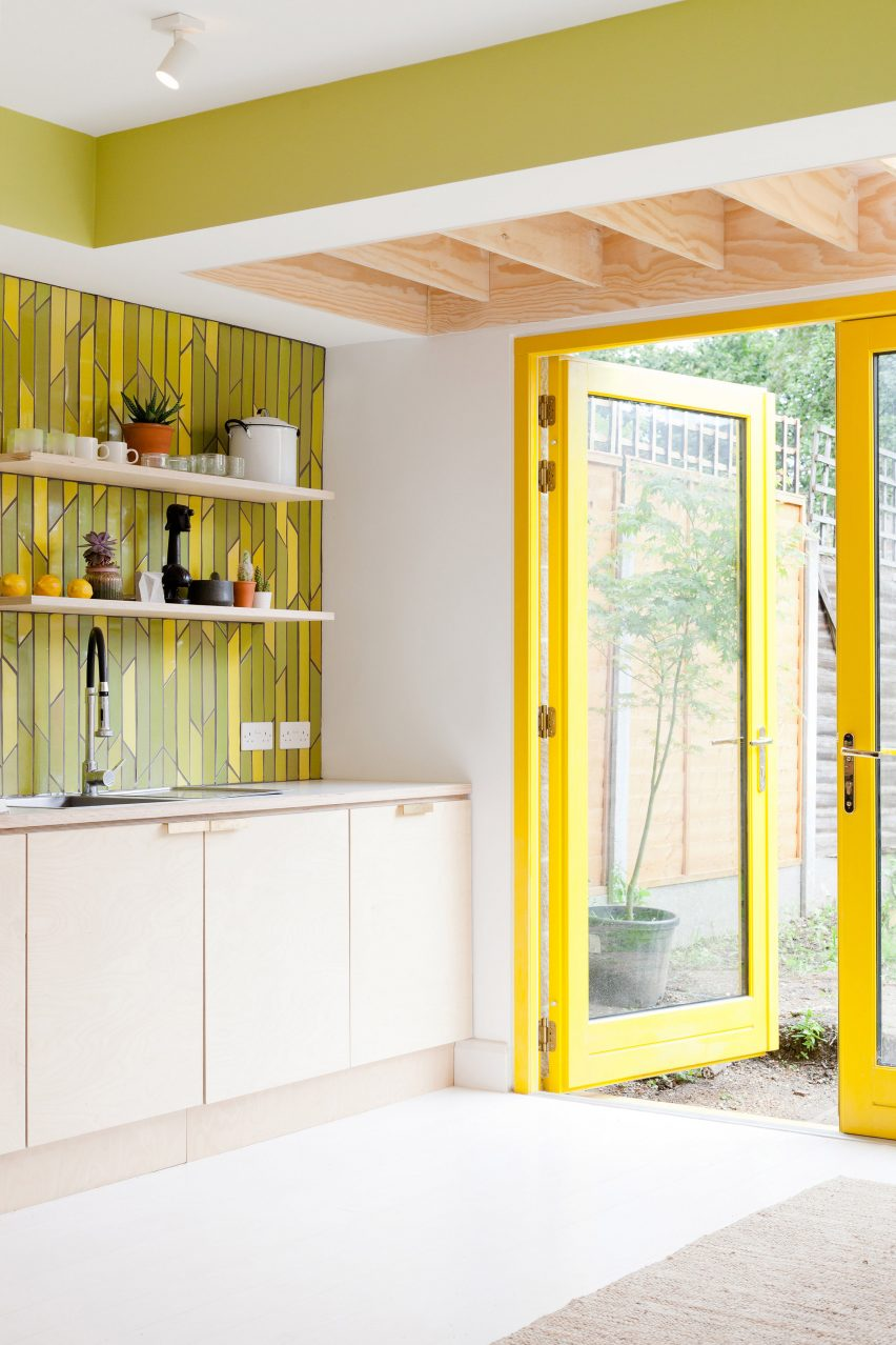 yellow-house-nimtim-architects-interior-london-extensions_dezeen_2364_col_9