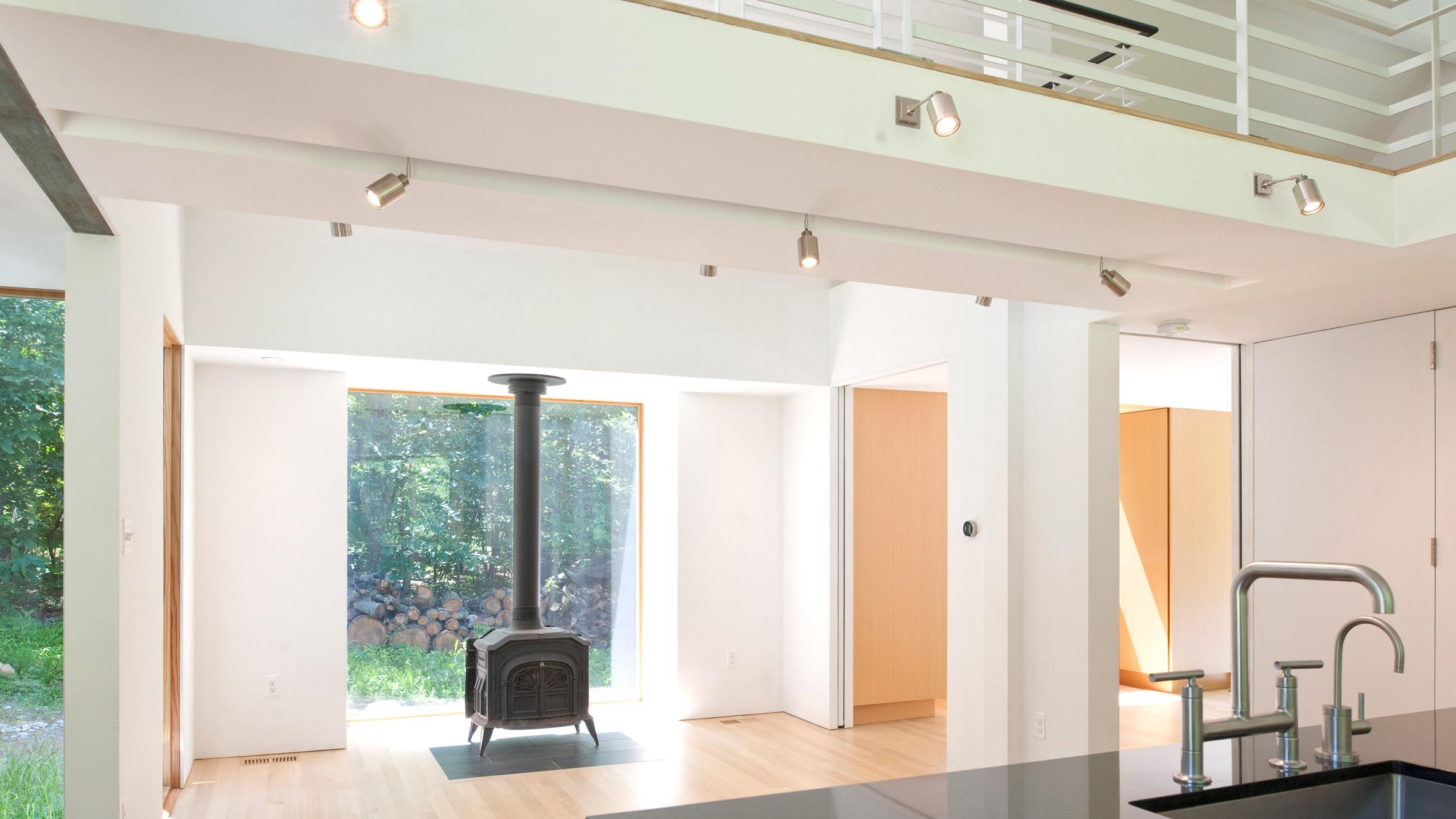 21st-century-cabin-mcinturff-architects-residential-architecture-maryland-usa_dezeen_2364_hero