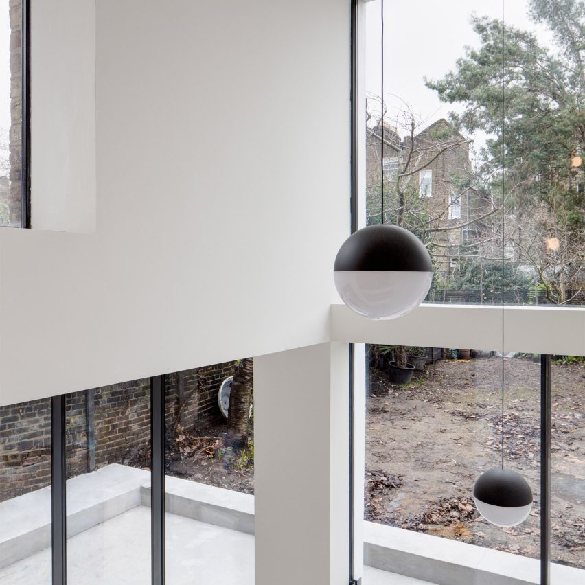 canonbury-townhouse-london-apa-monochrome-pinterest_dezeen_1704_col_1