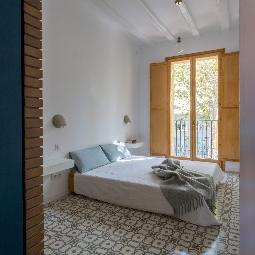 bed-and-blue-nook-architects-interiors-residential-barcelona-spain-spanish-houses-phase-one_dezeen_2364_col_5extra