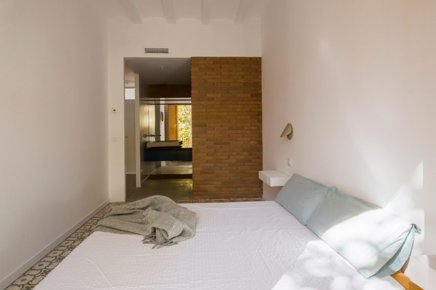 bed-and-blue-nook-architects-interiors-residential-barcelona-spain-spanish-houses-phase-one_dezeen_2364_col_7extra