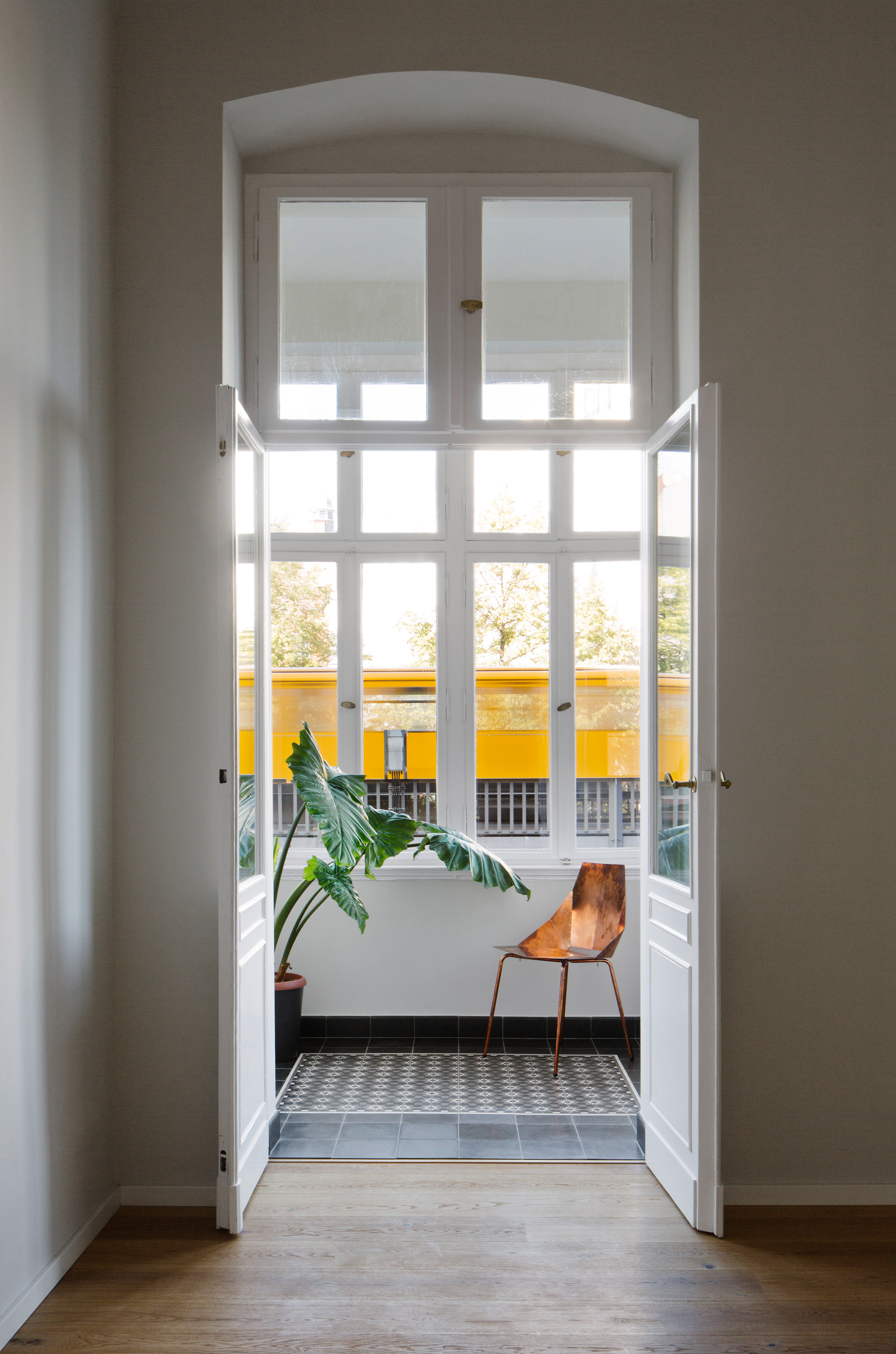 Raum404 redesigns Berlin apartment to double as a gallery
