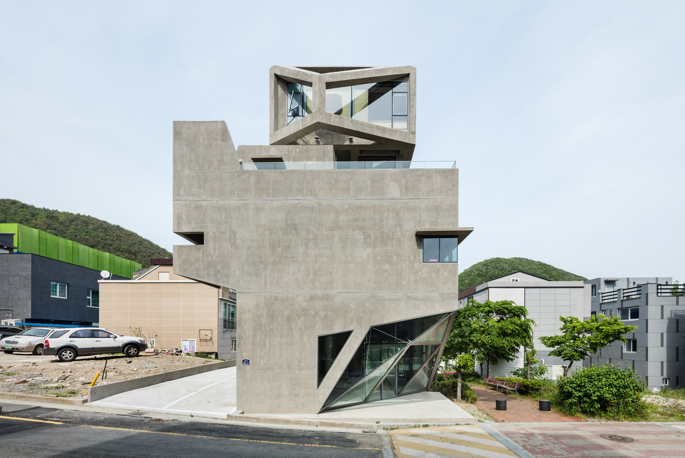 Moon Hoon creates housing with owl-like features in South Korea