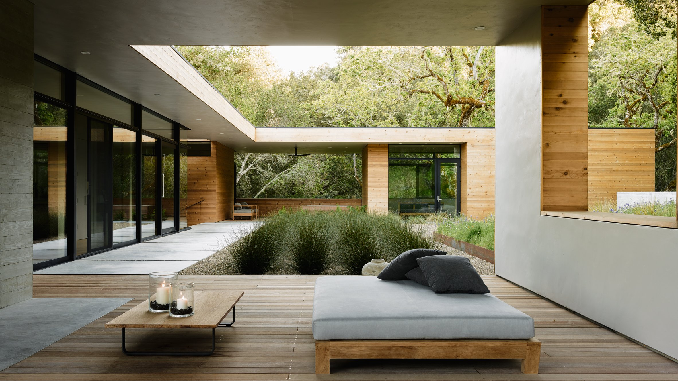 Sagan Piechota creates hillside California home surrounded by oak trees